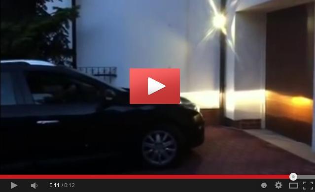 Kliknij żeby obejrzeć film na YouTube pokazujący działanie naświetlacza